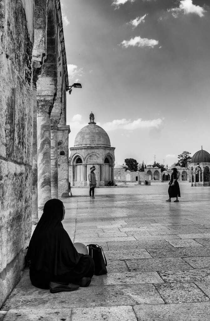 Two worlds collide at Temple Mount